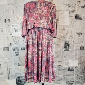 Vintage floral pink pleated dress!